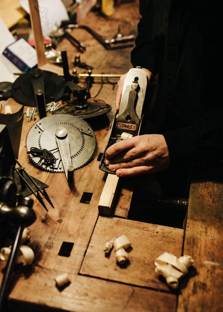 kinetic_art_working_hands