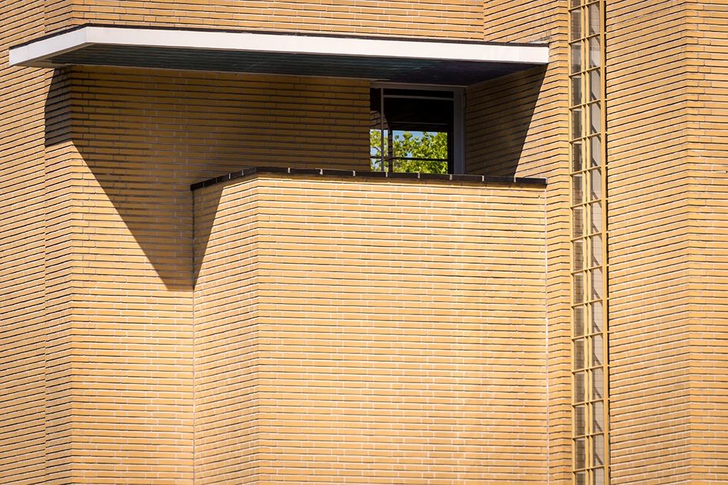 Dudok and Duiker experience city hall Hilversum bricks detail