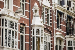 Experience a walk around Amsterdam's second Golden Age buildings