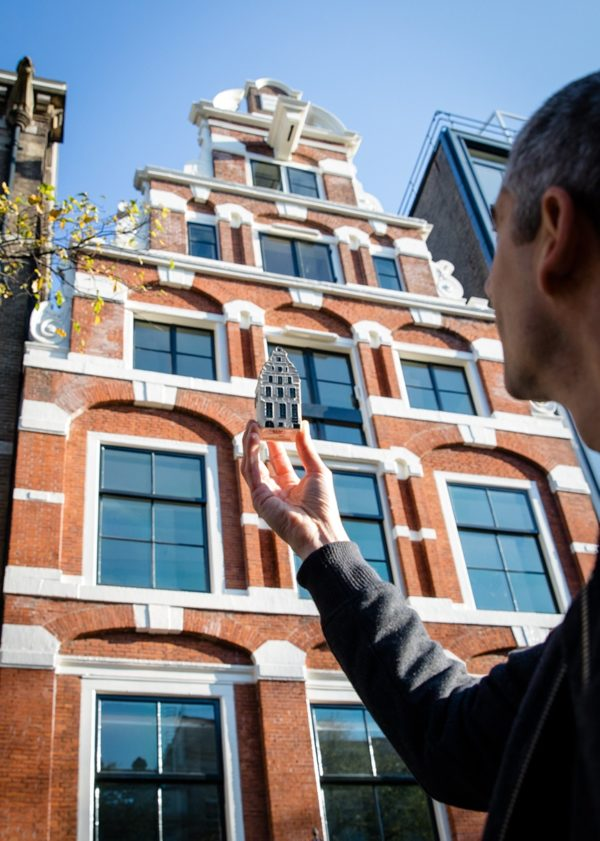 Experience the stories of KLM miniature houses in Amsterdam