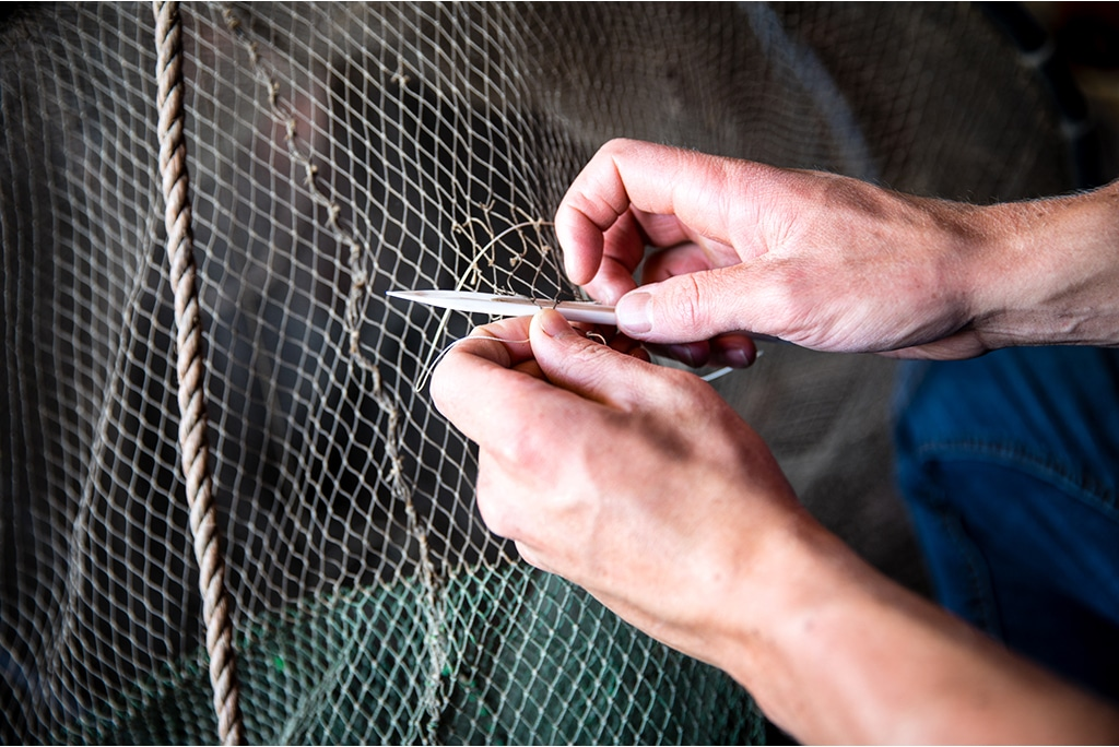 Fixing fish nets